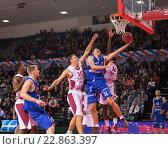 Купить «Баскетбол, Edgaras Ulanovas забрасывает мяч», фото № 22863397, снято 9 ноября 2013 г. (c) Pavel Shchegolev / Фотобанк Лори