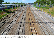 Купить «Moscow, Russia - May 13.2016. Railroad tracks Oktyabrskaya railway in Zelenograd», фото № 22863661, снято 13 мая 2016 г. (c) Володина Ольга / Фотобанк Лори
