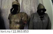 Купить «Доспехи рыцаря в музее Мосфильм», видеоролик № 22863853, снято 14 ноября 2015 г. (c) Потийко Сергей / Фотобанк Лори