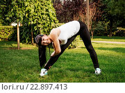 Купить «Pretty young caucasian woman training in the park», фото № 22897413, снято 12 декабря 2017 г. (c) age Fotostock / Фотобанк Лори