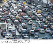 Купить «Пробка на Лубянской площади в Москве», эксклюзивное фото № 22900713, снято 24 апреля 2015 г. (c) lana1501 / Фотобанк Лори