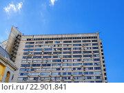 Купить «Кондиционеры на фасаде современного здания. Москва.», фото № 22901841, снято 12 ноября 2019 г. (c) Vladimir Sviridenko / Фотобанк Лори