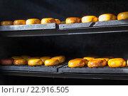 Купить «Копчёный адыгейский сыр в коптильне», фото № 22916505, снято 23 апреля 2016 г. (c) Юлия Ухина / Фотобанк Лори