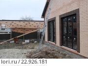 Купить «Строительство кирпичного дома», фото № 22926181, снято 25 ноября 2015 г. (c) Иван Черненко / Фотобанк Лори