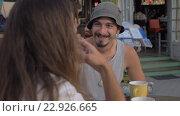 Купить «Emotional Man Having Conversation», видеоролик № 22926665, снято 18 декабря 2015 г. (c) Данил Руденко / Фотобанк Лори