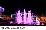 Купить «Тамбов. Ночной вид на фонтаны у здания  администрации Тамбовской области», эксклюзивный видеоролик № 22928529, снято 8 мая 2016 г. (c) Литвяк Игорь / Фотобанк Лори