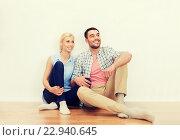 Купить «happy couple of man and woman to new home», фото № 22940645, снято 6 июня 2015 г. (c) Syda Productions / Фотобанк Лори