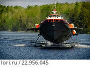 Купить «Судно на подводных крыльях на поверхности озера», фото № 22956045, снято 13 июня 2008 г. (c) Илья Малов / Фотобанк Лори