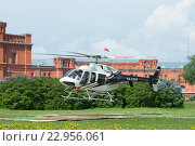 Купить «Взлет частного вертолета Bell 407GX (RA-01605) с вертолетной площадки у Петропавловской крепости. Санкт-Петербург», фото № 22956061, снято 22 мая 2016 г. (c) Виктор Карасев / Фотобанк Лори