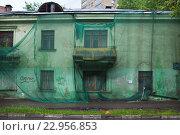 Купить «Капитальный ремонт дома», фото № 22956853, снято 22 мая 2016 г. (c) Victoria Demidova / Фотобанк Лори