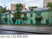 Купить «Капитальный ремонт дома», фото № 22956865, снято 22 мая 2016 г. (c) Victoria Demidova / Фотобанк Лори