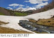 Купить «Снег тает в Кавказских горах», фото № 22957857, снято 21 мая 2016 г. (c) александр жарников / Фотобанк Лори