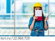Woman builder taking notes at construction site. Стоковое фото, фотограф Elnur / Фотобанк Лори