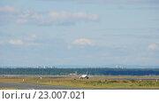 Купить «Lufthansa airbus 320 accelerate», видеоролик № 23007021, снято 4 сентября 2015 г. (c) Игорь Жоров / Фотобанк Лори