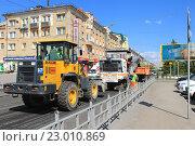 Купить «Город Омск, ремонт дороги», фото № 23010869, снято 22 мая 2016 г. (c) Виктор Топорков / Фотобанк Лори