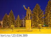 Купить «Елец. Памятник В.И. Ленину», эксклюзивное фото № 23034389, снято 11 мая 2016 г. (c) Литвяк Игорь / Фотобанк Лори
