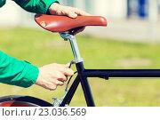 Купить «close up of man adjusting fixed gear bike saddle», фото № 23036569, снято 30 мая 2015 г. (c) Syda Productions / Фотобанк Лори
