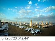 Купить «Средиземноморский пляж в Ларнаке», фото № 23042441, снято 18 мая 2016 г. (c) Морозова Татьяна / Фотобанк Лори