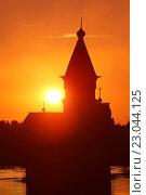 Купить «Церковь Успения Пресвятой Богородицы в Кондопоге (Карелия) на закате (вертикальный кадр)», эксклюзивное фото № 23044125, снято 20 июня 2015 г. (c) Самохвалов Артем / Фотобанк Лори