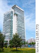 Купить «Современное высотное здание», фото № 23051773, снято 31 мая 2016 г. (c) Катерина Белякина / Фотобанк Лори