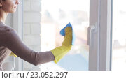 Купить «woman in gloves cleaning window with rag», видеоролик № 23052297, снято 17 апреля 2016 г. (c) Syda Productions / Фотобанк Лори