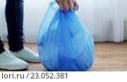 Купить «woman tying bag with garbage at home», видеоролик № 23052381, снято 23 апреля 2016 г. (c) Syda Productions / Фотобанк Лори