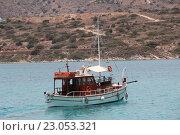 Купить «Яхта у берегов Крита. Греция», фото № 23053321, снято 30 мая 2016 г. (c) Владимир Тучин / Фотобанк Лори