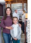 Купить «Male pharmacist working pharmaceutical store and consulting customers», фото № 23053521, снято 24 февраля 2019 г. (c) Яков Филимонов / Фотобанк Лори