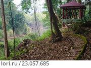Купить «Деревянная беседка в джунглях на берегу реки Квай в Таиланде», фото № 23057685, снято 10 января 2015 г. (c) Natalya Sidorova / Фотобанк Лори