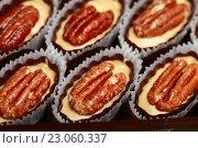 Купить «Конфеты с грецкими орехами», эксклюзивное фото № 23060337, снято 27 декабря 2013 г. (c) Яна Королёва / Фотобанк Лори