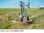 Незаконная нефтяная скважина на территории республики Крым. Стоковое фото, фотограф Михаил Бессмертный / Фотобанк Лори