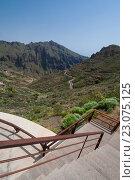 Лестница ведущая к смотровой площадке с видом на долину и горы - Канарские острова, Тенерифе. Стоковое фото, фотограф Илья Беспальчиков / Фотобанк Лори