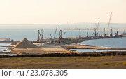 Купить «Строительство транспортного перехода (моста) через Керченский пролив», фото № 23078305, снято 29 апреля 2016 г. (c) Илья Бесхлебный / Фотобанк Лори