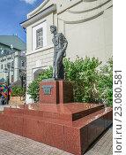 Купить «Памятник Чехову в Камергерском переулке», эксклюзивное фото № 23080581, снято 10 июня 2015 г. (c) Виктор Тараканов / Фотобанк Лори