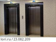 Купить «Двери лифтов на лестничной площадке», фото № 23082209, снято 21 апреля 2016 г. (c) Stockphoto / Фотобанк Лори