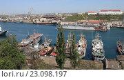 Купить «Корабли в южной бухте Севастополя. Крым», видеоролик № 23098197, снято 18 апреля 2016 г. (c) Яна Королёва / Фотобанк Лори