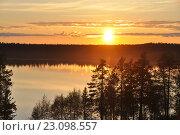 Закат на озере в лесу. Стоковое фото, фотограф Светлана Пирожук / Фотобанк Лори