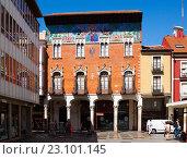 Купить «College Villandrando at Calle mayor - main street of Palencia», фото № 23101145, снято 27 июня 2015 г. (c) Яков Филимонов / Фотобанк Лори