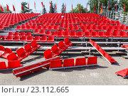 Купить «Трибуна с креслами на площади в Самаре. Сборка», фото № 23112665, снято 11 мая 2016 г. (c) Акиньшин Владимир / Фотобанк Лори