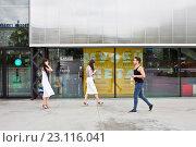 """Купить «Центр современной культуры """"Гараж"""" в парке Горького. Москва», фото № 23116041, снято 18 июня 2016 г. (c) Victoria Demidova / Фотобанк Лори"""