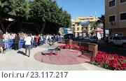 Купить «Центральные улицы туристического города Канделария. Туристы рассматривают историческую модель города. Тенерифе, Канары, Испания», видеоролик № 23117217, снято 19 мая 2016 г. (c) Кекяляйнен Андрей / Фотобанк Лори