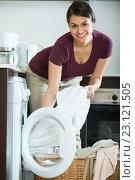 Купить «Housewife with washed linen», фото № 23121505, снято 21 января 2020 г. (c) Яков Филимонов / Фотобанк Лори