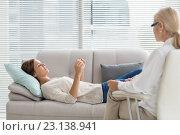 Купить «Woman talking to therapist while lying on sofa», фото № 23138941, снято 5 апреля 2016 г. (c) Wavebreak Media / Фотобанк Лори