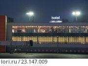 Купить «Перрон аэропорта Шереметьево. Ночь», фото № 23147009, снято 4 июня 2016 г. (c) Александр Овчинников / Фотобанк Лори