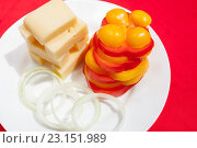 Сыр с перцем и луком. Стоковое фото, фотограф Christina Shart / Фотобанк Лори