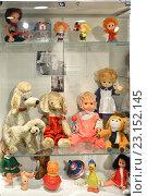 Купить «Старые куклы и игрушки в Музее детства в Центральном Детском магазине на Лубянке, Москва», фото № 23152145, снято 21 июня 2016 г. (c) Валерия Попова / Фотобанк Лори