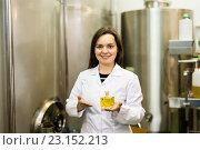 Купить «Woman with bottle of perfume oil», фото № 23152213, снято 17 сентября 2018 г. (c) Яков Филимонов / Фотобанк Лори