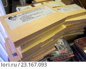 """Купить «Коробки с """"говорящими книгами"""" - аудиокнигами на кассетах для слабовидящих», эксклюзивное фото № 23167093, снято 20 марта 2016 г. (c) Вячеслав Палес / Фотобанк Лори"""