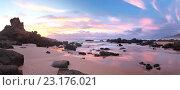 Побережье Атлантики. Красивый закатный пейзаж. Панорама пляжа Каштележу, Сагреш, Алгарве, Португалия (Algarve; Sagres, Praia do Castelejo) (2012 год). Стоковое фото, фотограф Виктория Катьянова / Фотобанк Лори