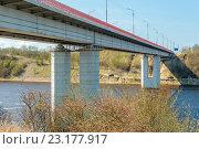 Купить «Автомобильный мост через реку Волхов в России», фото № 23177917, снято 1 мая 2016 г. (c) Sergei Gushchin / Фотобанк Лори